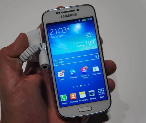 Samsung Galaxy S4 Zoom hands-on