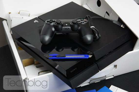 PlayStation 4 unboxing TechblogTV
