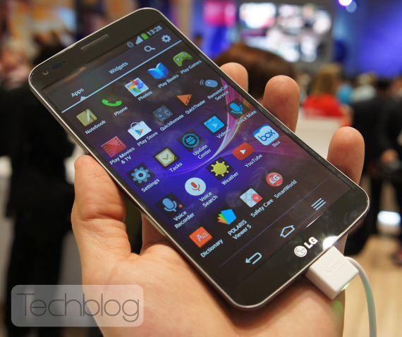 LG G Flex hands-on MWC2014