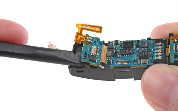 Samsung-Gear-Fit-teardown8-570