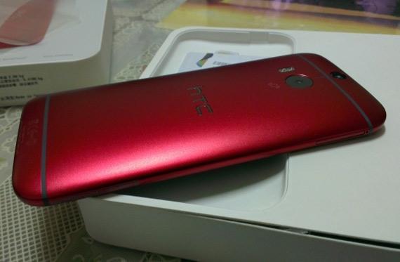 HTC One M8 σε κόκκινο χρώμα