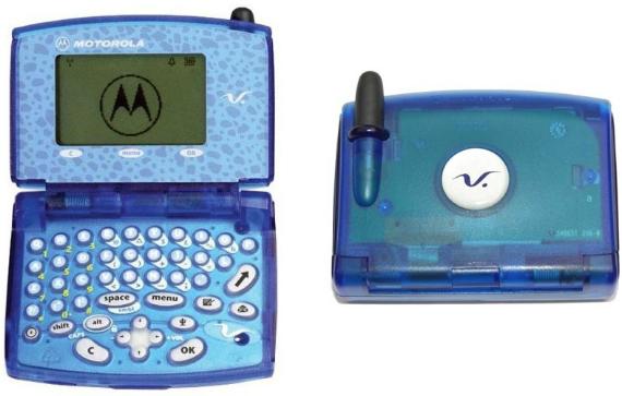 01-Motorola-V100-570