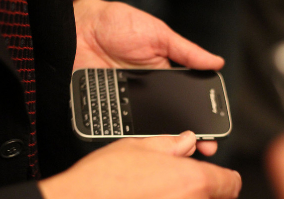 BlackBerry-Classic-01-570