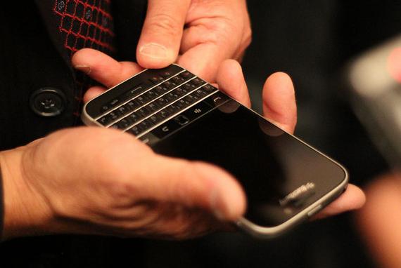 BlackBerry-Classic-02-570