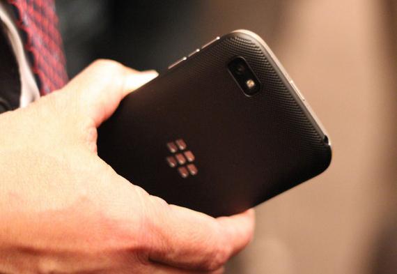 BlackBerry-Classic-04-570