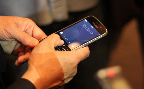 BlackBerry-Classic-05-570