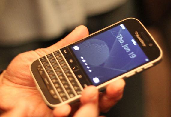 BlackBerry-Classic-06-570
