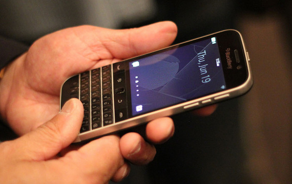 BlackBerry-Classic-07-570