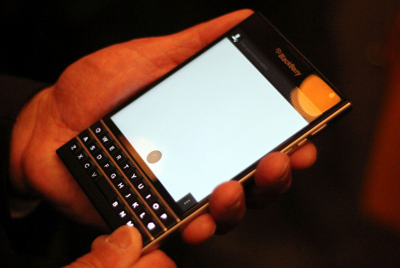 BlackBerry-Passport-02-570