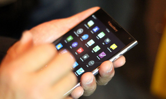 BlackBerry-Passport-04-570