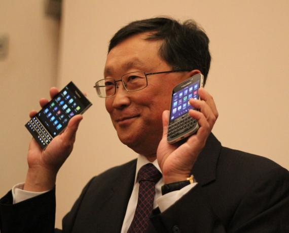 BlackBerry-Passport-and-Classic-01-570