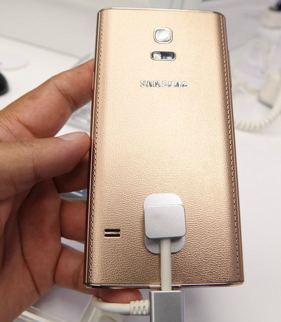 Samsung-Z-gold-03-570