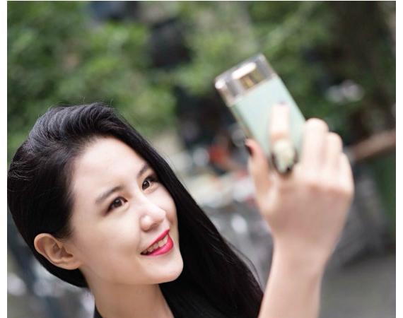 sony-selfie-phone-leak-07-570