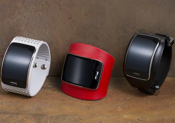 Samsung-Gear-S-Diesel-Black-Gold-Edition-01-570
