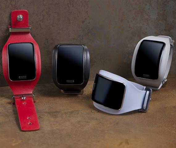 Samsung-Gear-S-Diesel-Black-Gold-Edition-04-570