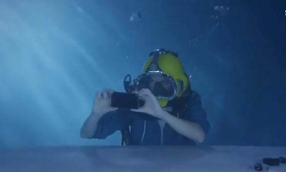sony-xperia-z3-underwater-unboxing-01-570