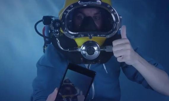 sony-xperia-z3-underwater-unboxing-02-570