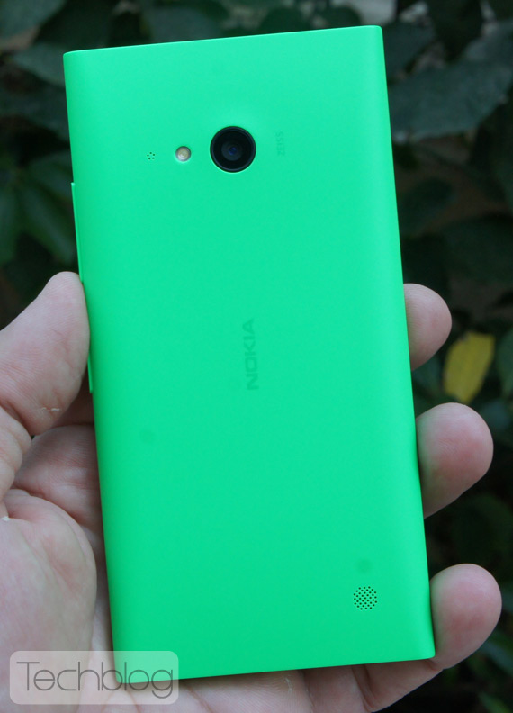 Nokia-Lumia-735-TechblogTV-9