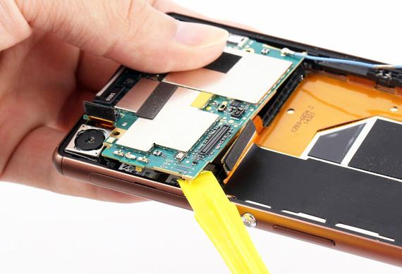 Sony-Xperia Z3-Disassembly-07-570