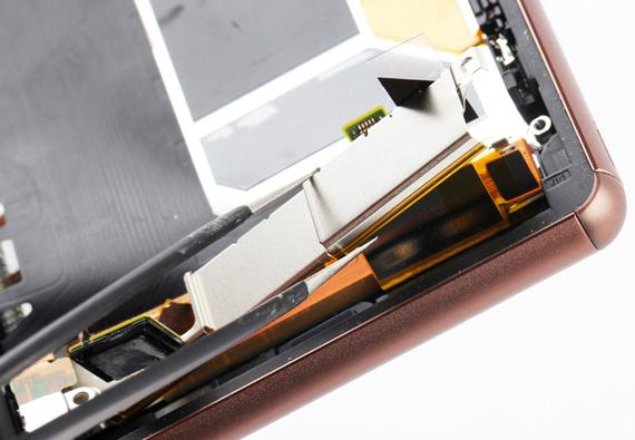 Sony-Xperia Z3-Disassembly-12-570