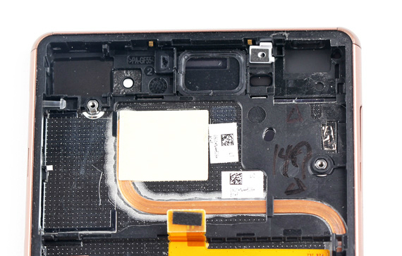 Sony-Xperia Z3-Disassembly-13-570