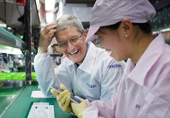 Tim-Cook-iPhone-6-assembly-factory