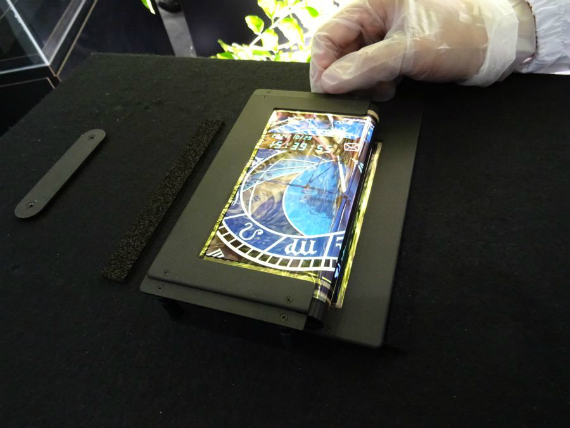 SEL-foldable-tablet-03-570