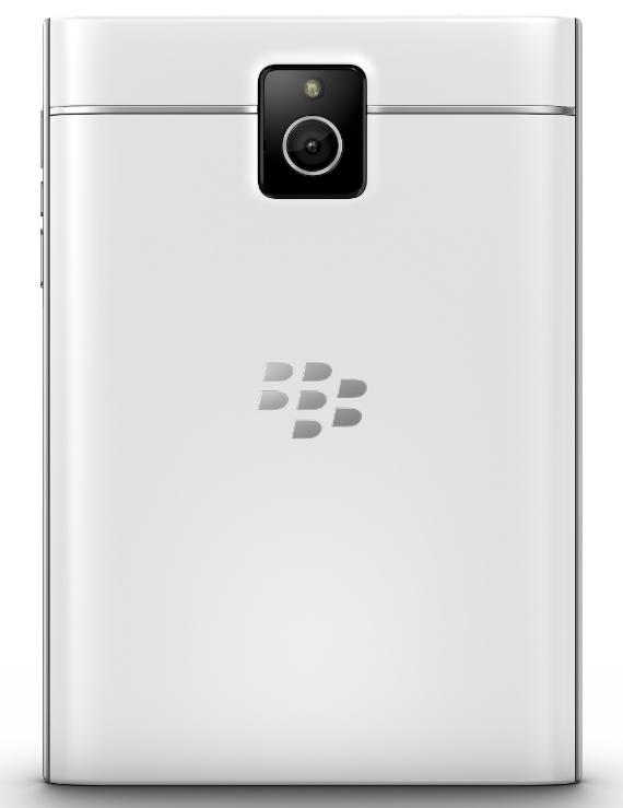 blackberry-passport-white-01-570
