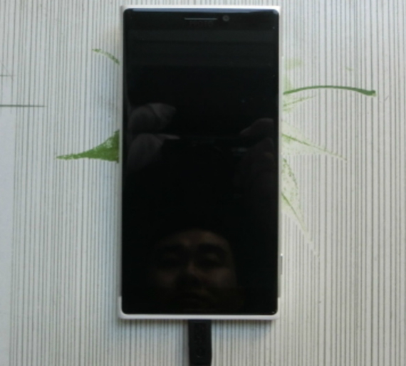 lumia-phone-leak-05-570