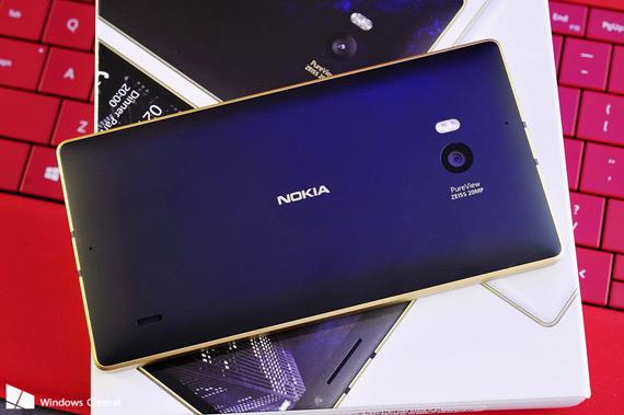 Gold Lumia 930 box hero