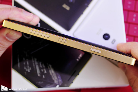 Gold Lumia 930 sidebuttons