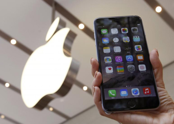 iPhone 6 Plus lifestyle hand
