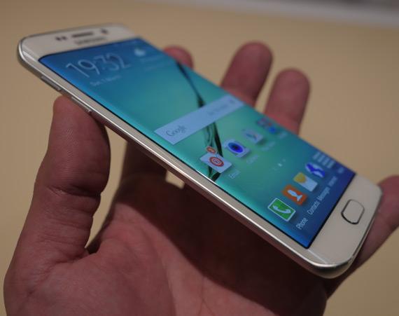 Samsung-Galaxy-S6-Edge-MWC-2105-2