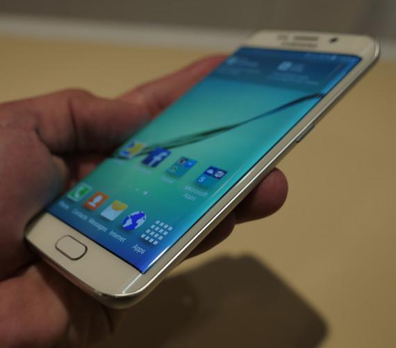 Samsung-Galaxy-S6-Edge-MWC-2105-3