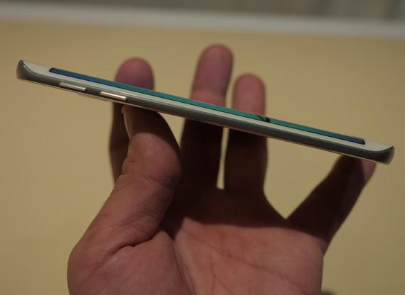 Samsung-Galaxy-S6-Edge-MWC-2105-4
