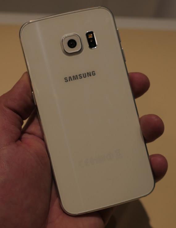Samsung-Galaxy-S6-Edge-MWC-2105-5