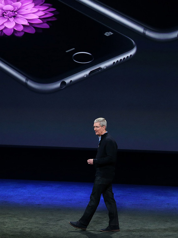 Tim-Cook-iPhone-6-1