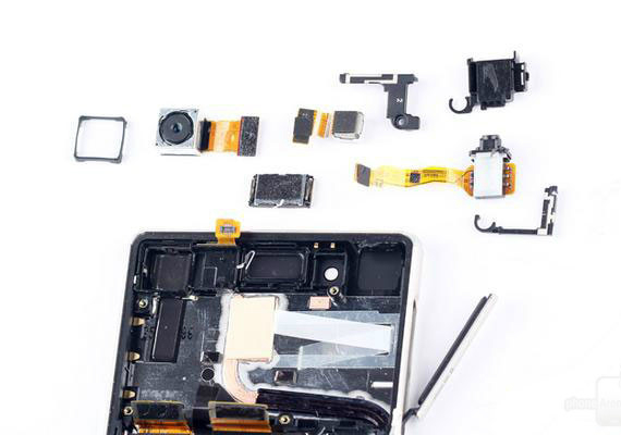 xperia-z3-plus-teardown-04-570