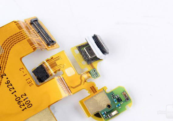 xperia-z3-plus-teardown-10-570