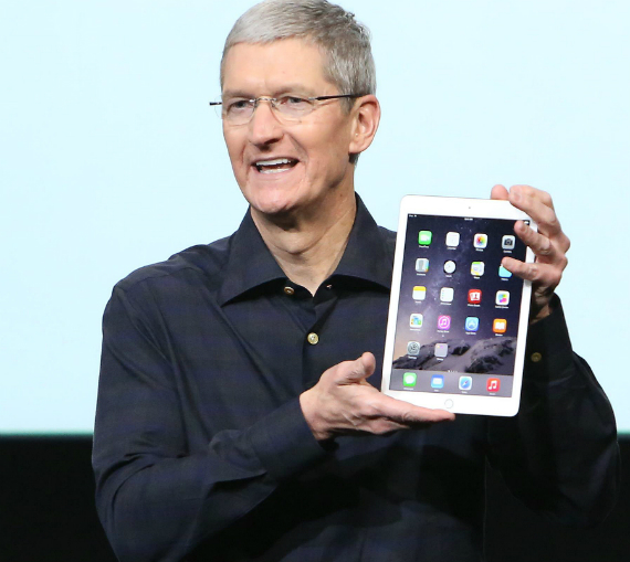 tim-cook-ipad-570