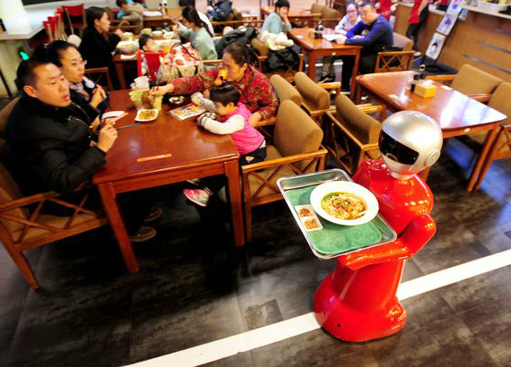 robot-serves-dishes-02-570