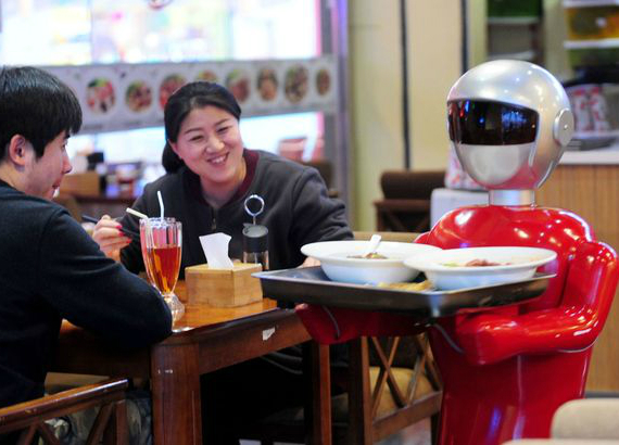 robot-serves-dishes-03-570