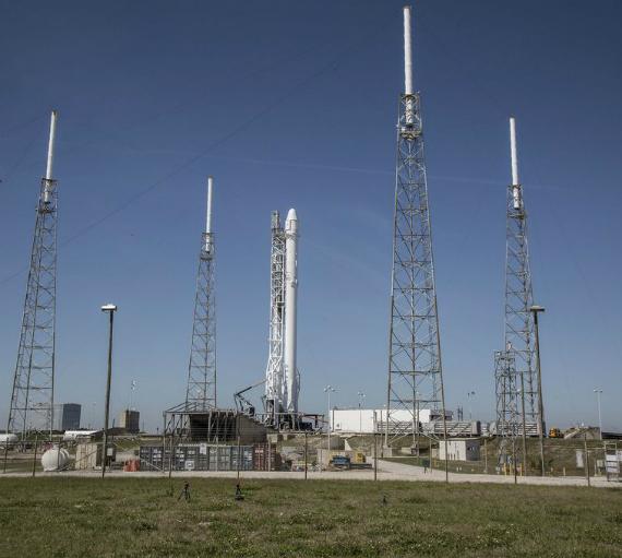 spacex-falcon-9-landing-01-570