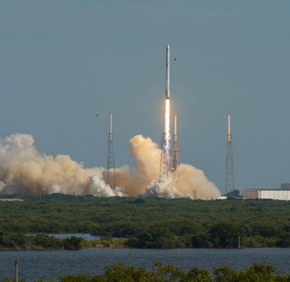 spacex-falcon-9-landing-05-570