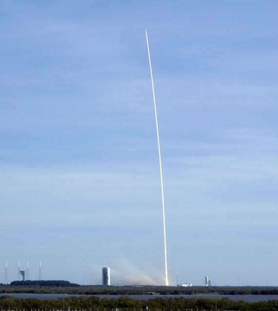 spacex-falcon-9-landing-07-570