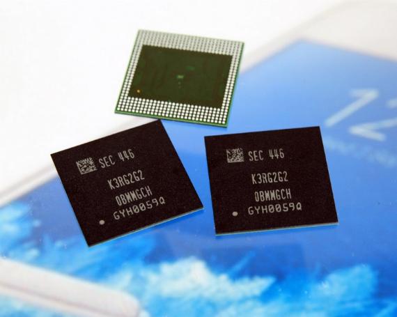 Samsung-10nm-LPDDR4-6GB-DRAM-chip-01-570