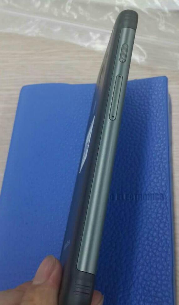 Samsung-Galaxy-S7-Active-03-570