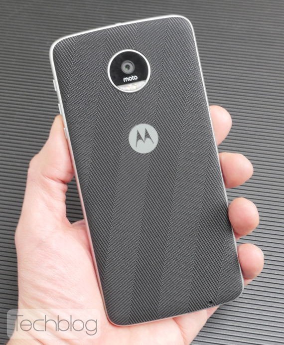 Motorola-Moto-Z-Play-hands-on-TechblogTV-12