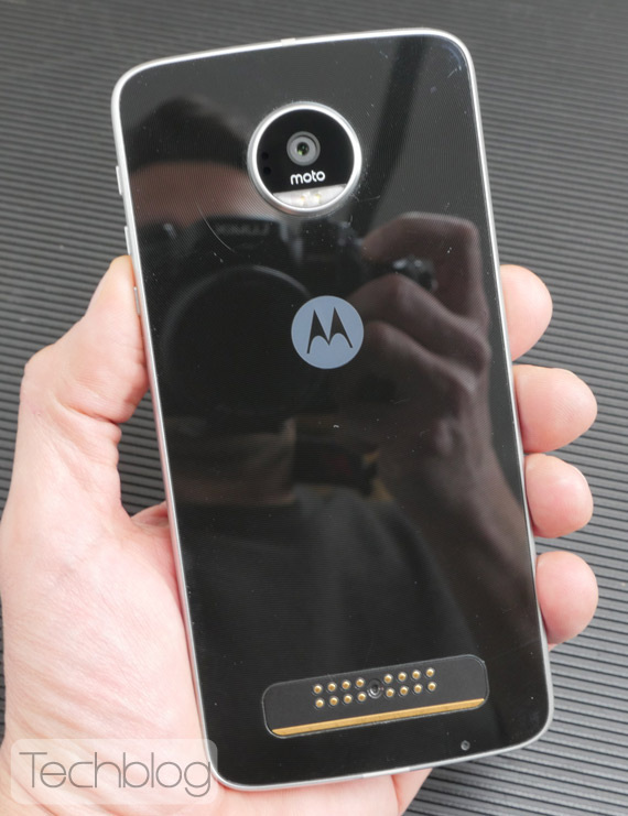 Motorola-Moto-Z-Play-hands-on-TechblogTV-3