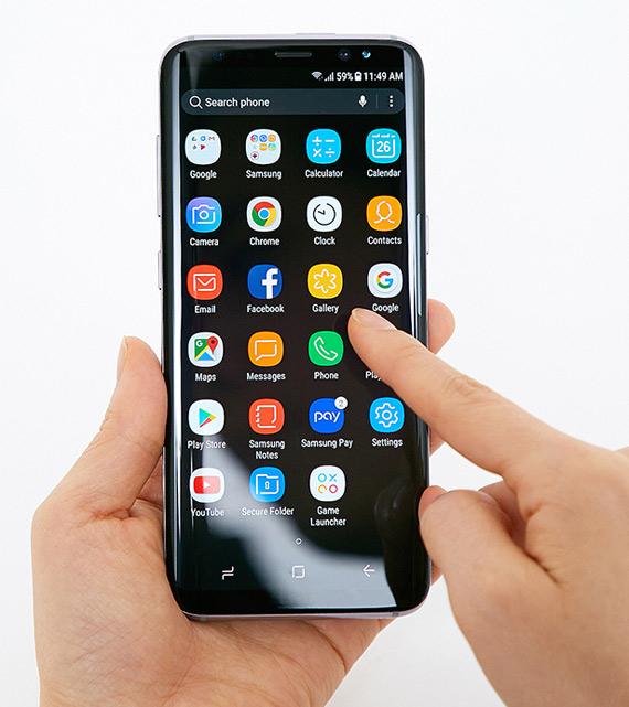 Samsung-Galaxy-S8-hands-2